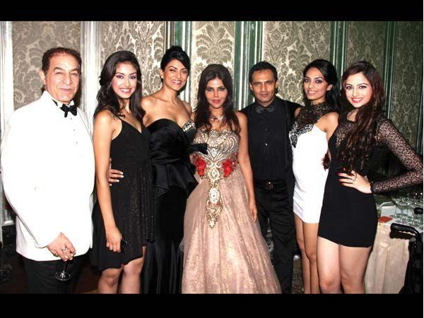 Dalip,Sushmita,Nisha And Marc Robinson Posed For Camera At Launch of Zoya Jewels Of The Crown Jewellery Line