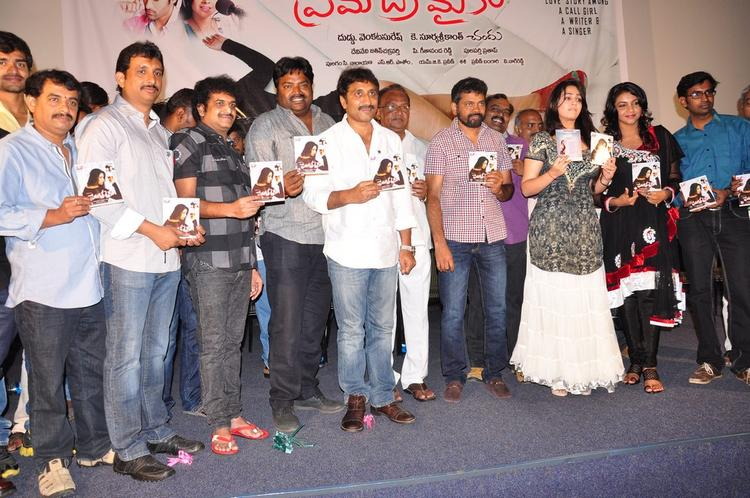 Chandu,Srinu,Charmy,Saranya And Others Posed With Audio CD At Prema Oka Maikam Movie Audio Release Function