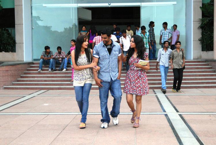 Bishnu And Aparna College Photo Still From Telugu Movie Ek