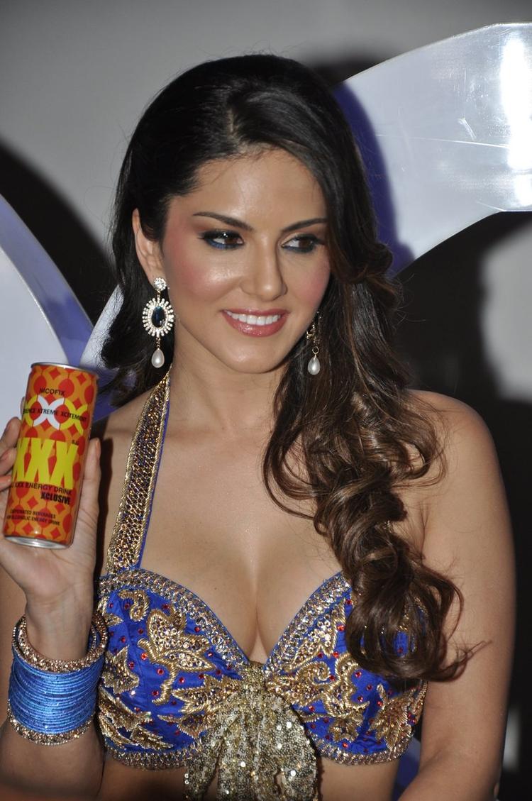 Sunny Leone Sexy Bold Look At The Shoot Of Sachiin J Joshi XXX Energy Drink