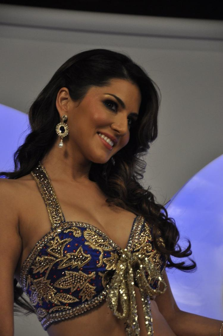 Sunny Leone Smiling Look At The Shoot Of Sachiin J Joshi XXX Energy Drink