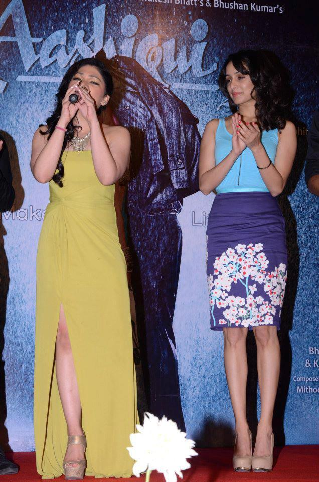 Shraddha Kapoor Clapping Look At Aashiqui 2 Movie Music Launch Event