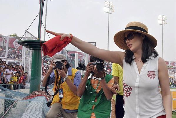 Preity Zinta Nice Look At KXIP Vs KKR Match IPL 2013