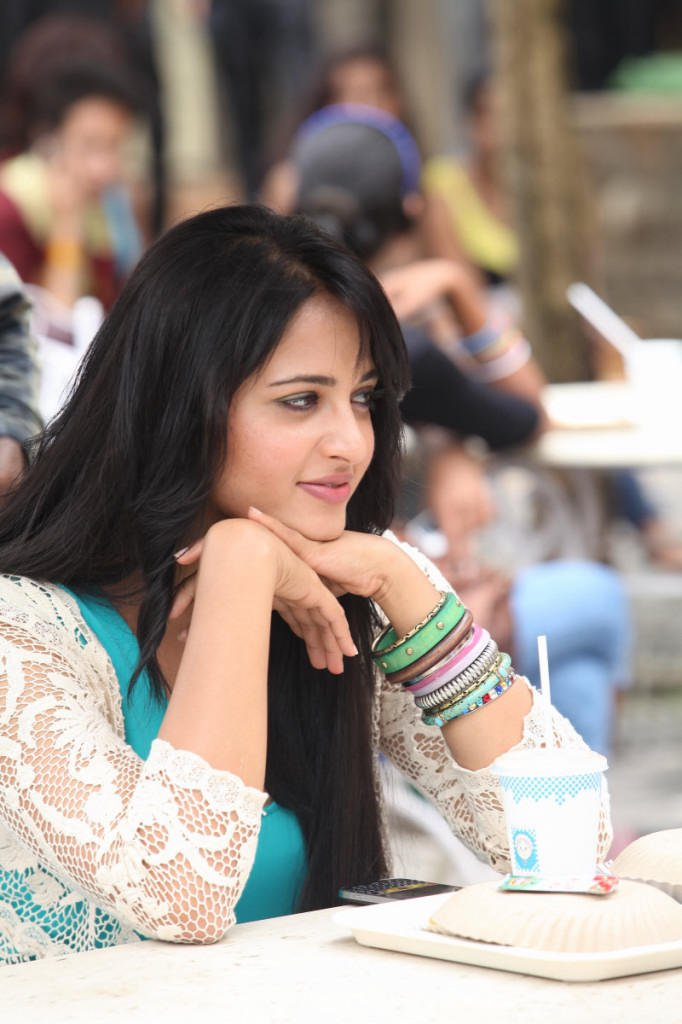 Anushka Beautiful Look Photo Still From Movie Mirchi