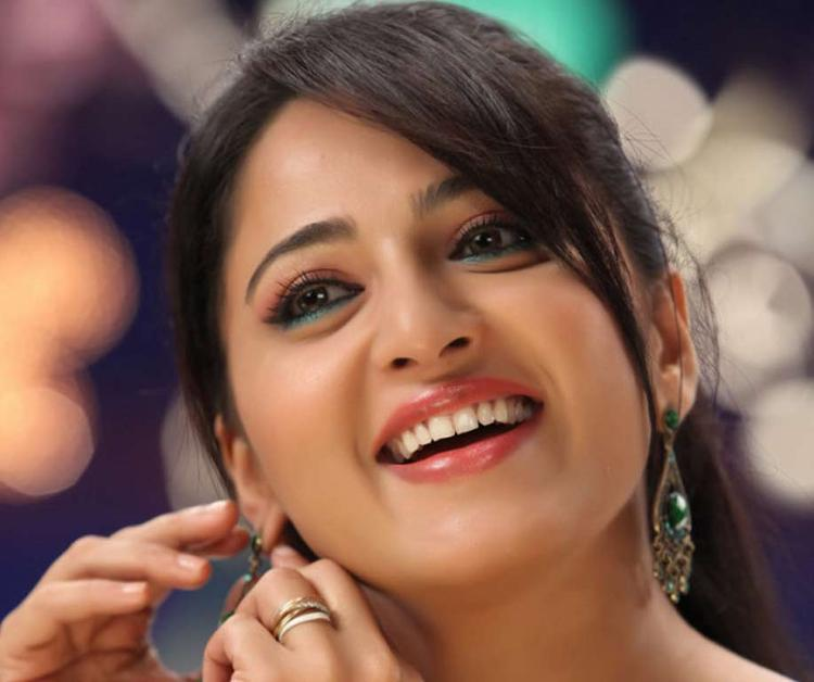 Anushka Gorgeous Look Photo Still From Movie Mirchi