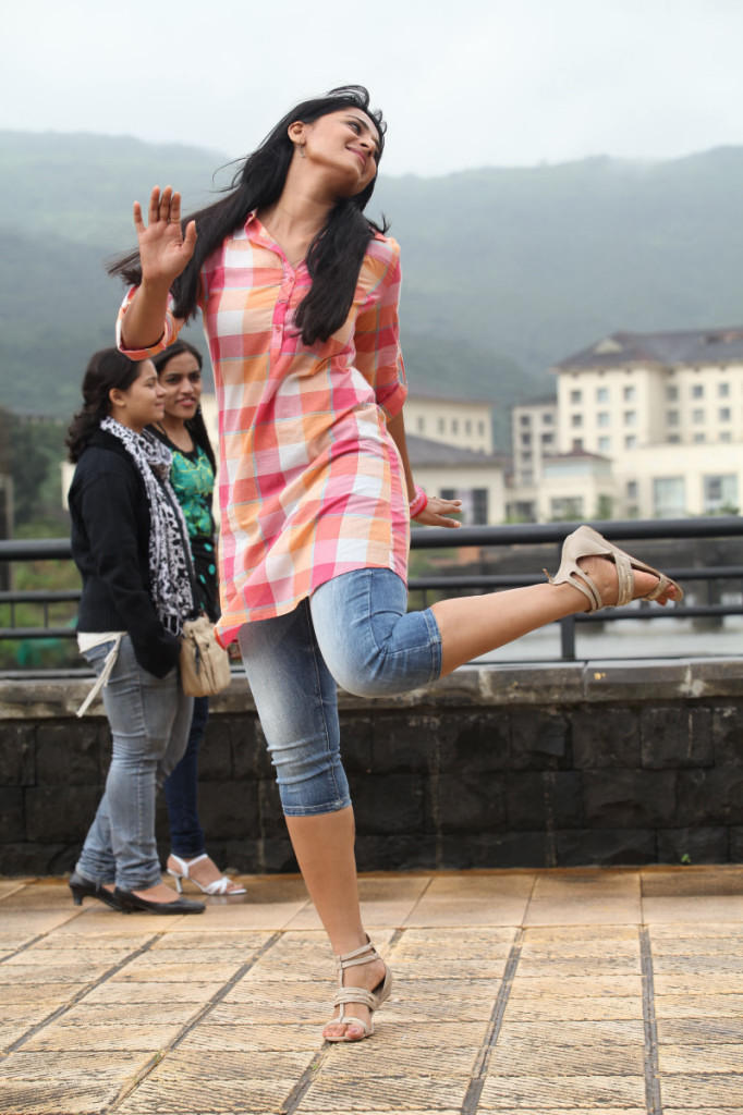 Anushka In A Relax Mood Photo Still From Movie Mirchi