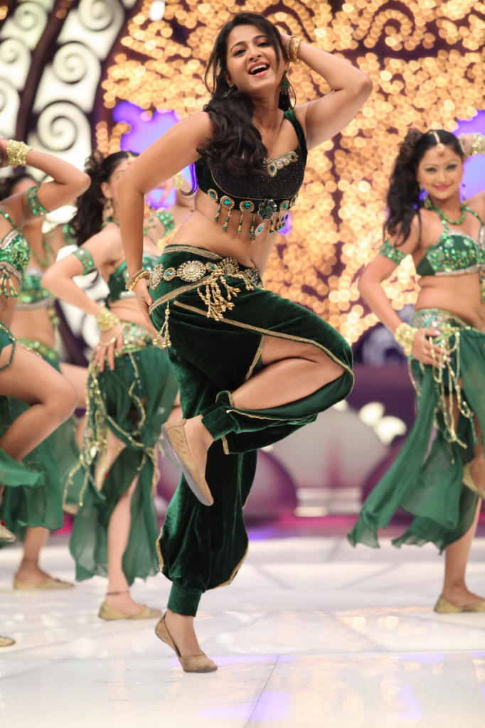 Anushka Sexy Dance Photo Still From Movie Mirchi