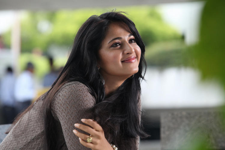 Anushka Stunning Smile Photo Still From Movie Mirchi