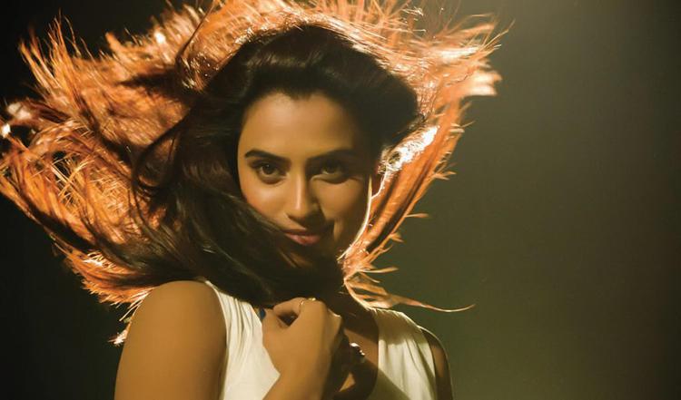 Dimple Gorgeous Look In Flowing Hair Photo Still From Movie Yaaruda Mahesh