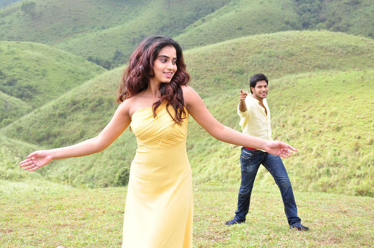 Sandeep And Dimple Dancing On Song Photo Still From Movie Yaaruda Mahesh