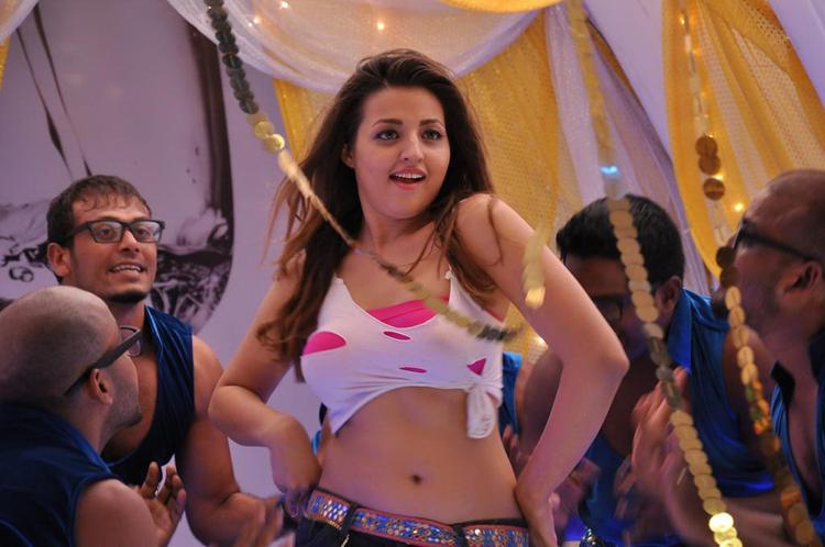 Sexy Navel Expose Photo Still Of An Item Girl From Movie Yaaruda Mahesh