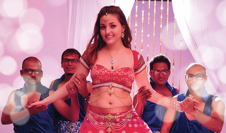 Sexy Smiling Photo Still From Movie Yaaruda Mahesh Item Song