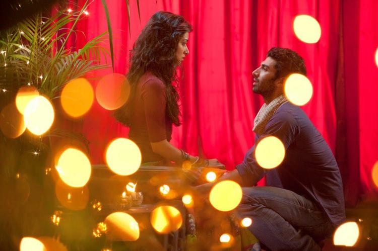 Aditya And Shraddha Beautiful Look Photo Still From Movie Aashiqui 2