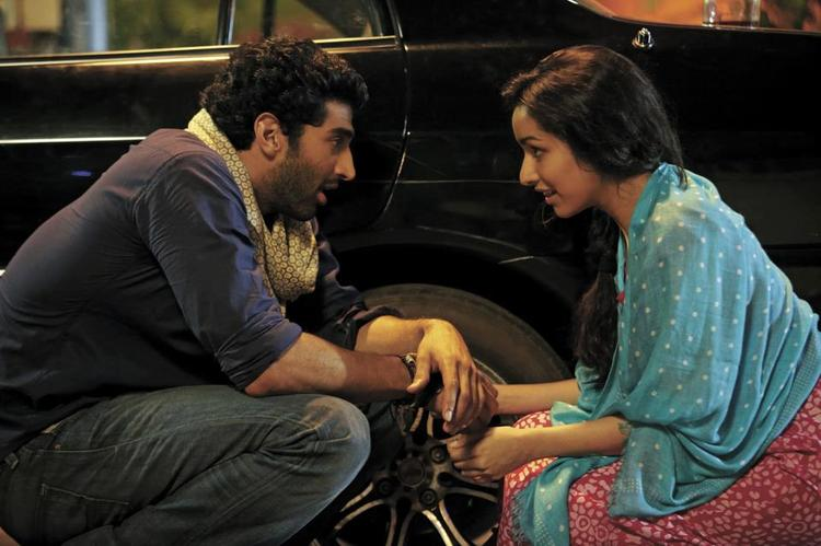 Aditya And Shraddha Cute Look Photo Still From Movie Aashiqui 2