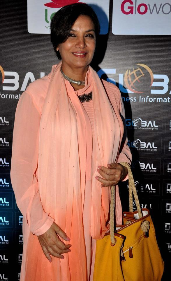 Shabana Azmi Flashes A Smile At 4th Women Leaders Awards 2013