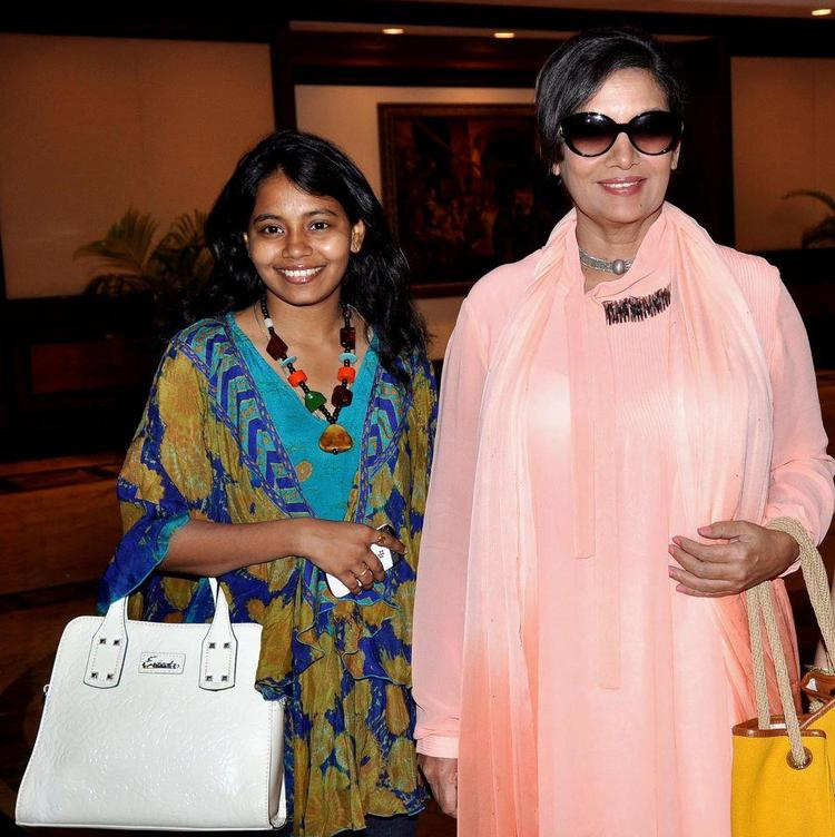 Shabana Azmi Wears Goggles Stylish Look At 4th Women Leaders Awards 2013