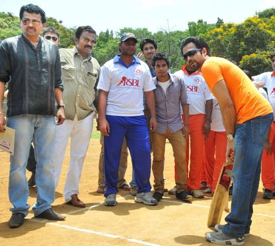 Emraan Batting Photo Clicked At Media Cup Cricket Tournament