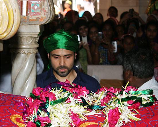 Emraan Hashmi Snapped At Baba Haji Ali Dargha