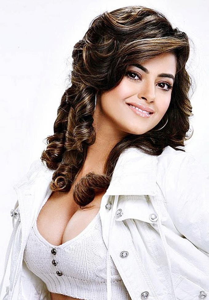 Meera Chopra Dazzling Look Cool Still