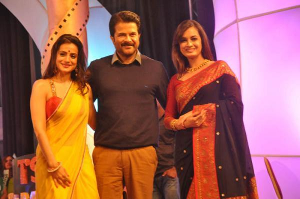 Ameesha Patel,Anil Kapoor And Dia Mirza Posed For Camera At TV 9 Film Awards