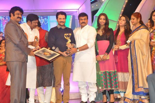 Anil Kapoor Take Awards From Chiranjeevi At TV 9 Film Awards