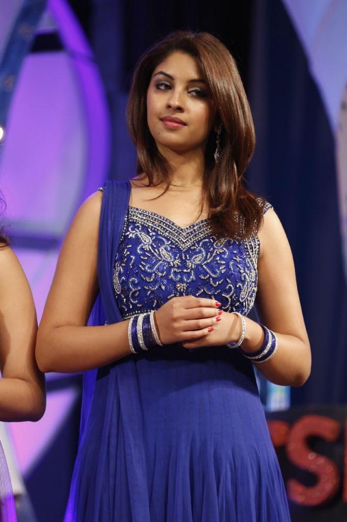 Richa Gangopadhyay Charming Face Look At TSR TV9 Film Awards Function
