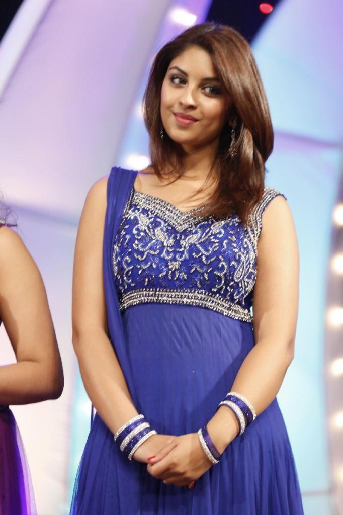 Richa Gangopadhyay Cute Face Look At TSR TV9 Film Awards Function