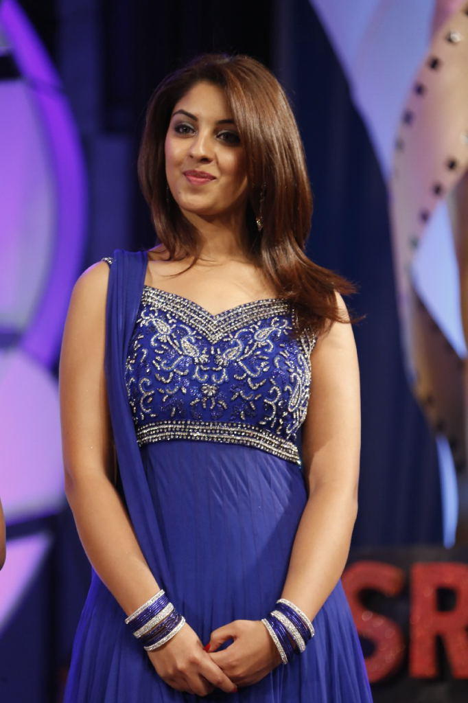Richa Gangopadhyay Flaunt Hair Style Look At TSR TV9 Film Awards Function