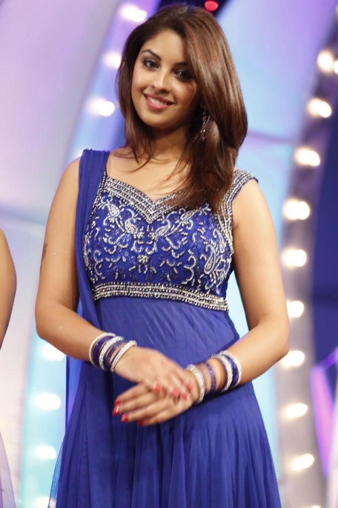 Richa Gangopadhyay Sizzling Face Look At TSR TV9 Film Awards Function