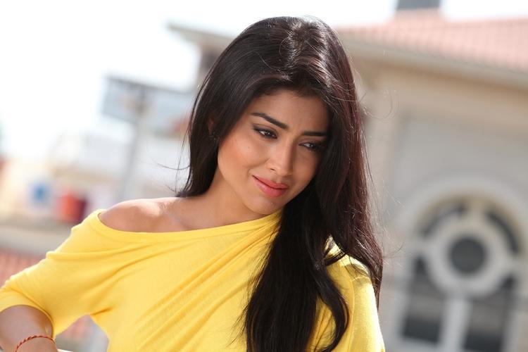 Shriya Saran Cool In Yellow Dress Still From Pavitra Movie