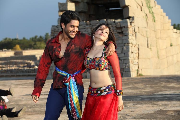 Tamannaah And Naga Dancing Pose From Thadaka Movie