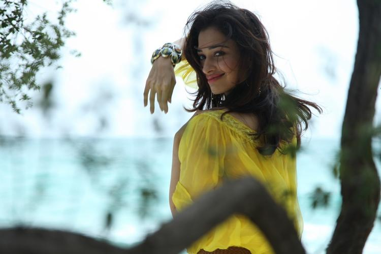 Tamannaah Bhatia Glamour Look Still From Thadaka Movie