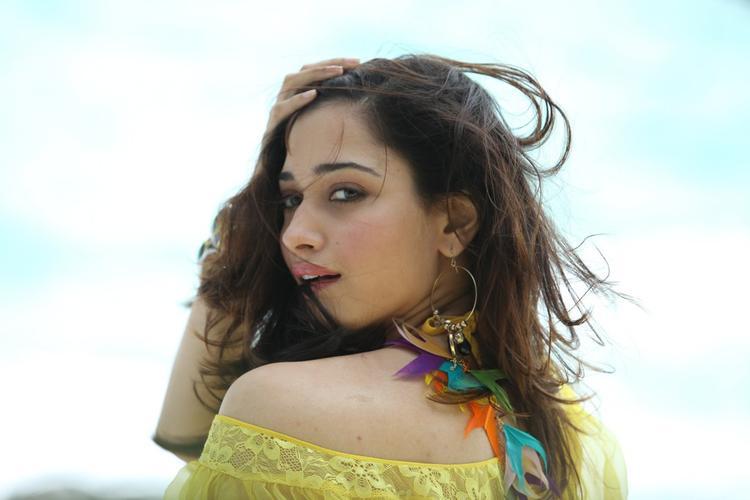Tamannaah Bhatia Nice Stunning Look Still From Thadaka Movie