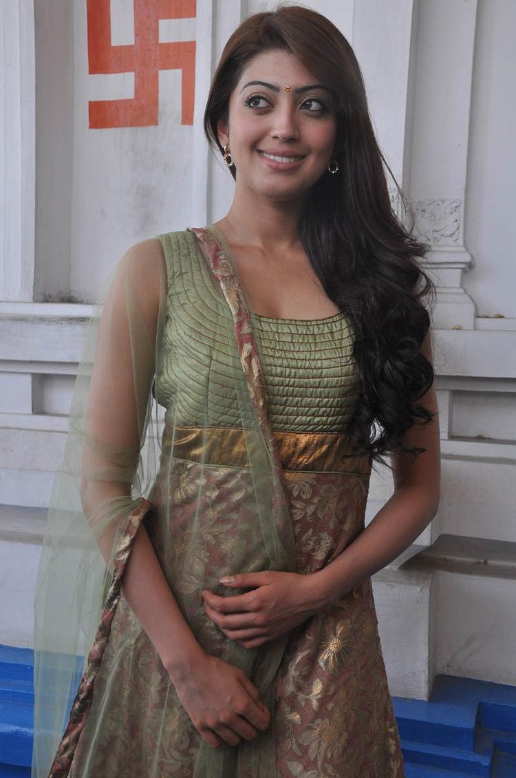 Pranitha Cool Smiling Pose At Mohan Babu,Vishnu,Manoj Multistarrer Movie Launch Function