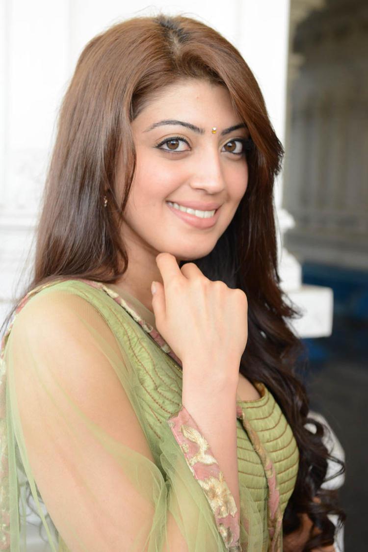 Pranitha Cute Face Look At Mohan Babu,Vishnu,Manoj Multistarrer Movie Launch Function