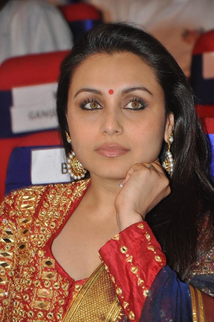 Rani Mukerji Stunning Look At TSR-TV9 National Film Awards 2011-2012 Presentation Function
