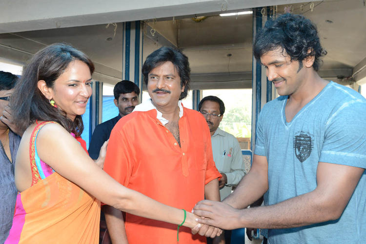 Lakshmi Handshakes With Brother Vishnu And Father Mohan Smiling Look At Mohan Babu New Movie Opening Event