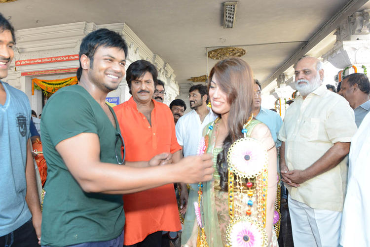 Manoj Welcome To Pranitha,Mohan,Vishnu And K Raghavendra Look On At Mohan Babu New Movie Opening Event