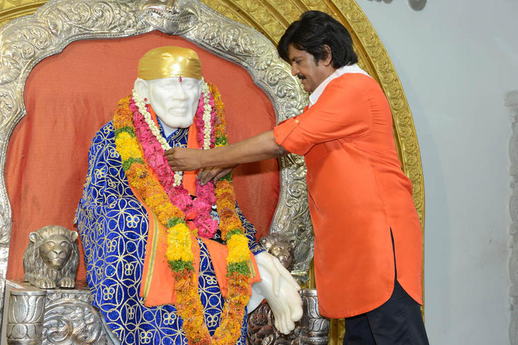 Mohan Babu Offered Flowers To Sai Baba At Mohan Babu New Movie Opening Event