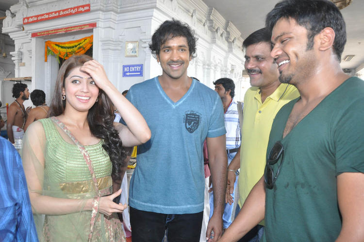 Pranitha,Vishnu And Manoj Cool Smiling Look At Mohan Babu New Movie Opening Event