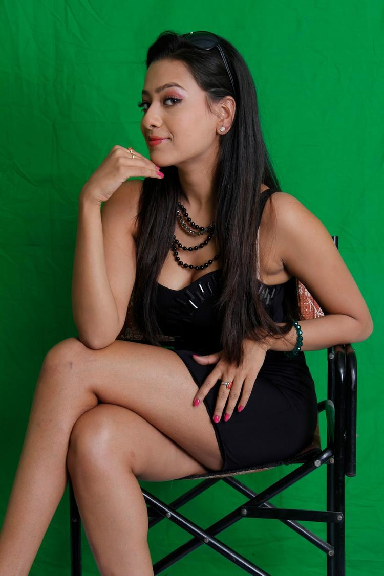 Madalasa Sharma Sexy Legs Show Hot Look Still From Mike Testing 143 Movie