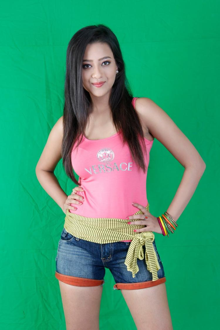 Madalasa Sharma Sexy Look Still From Mike Testing 143 Movie