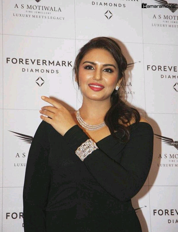 Huma Qureshi Red Lippy Gorgeous Look Still