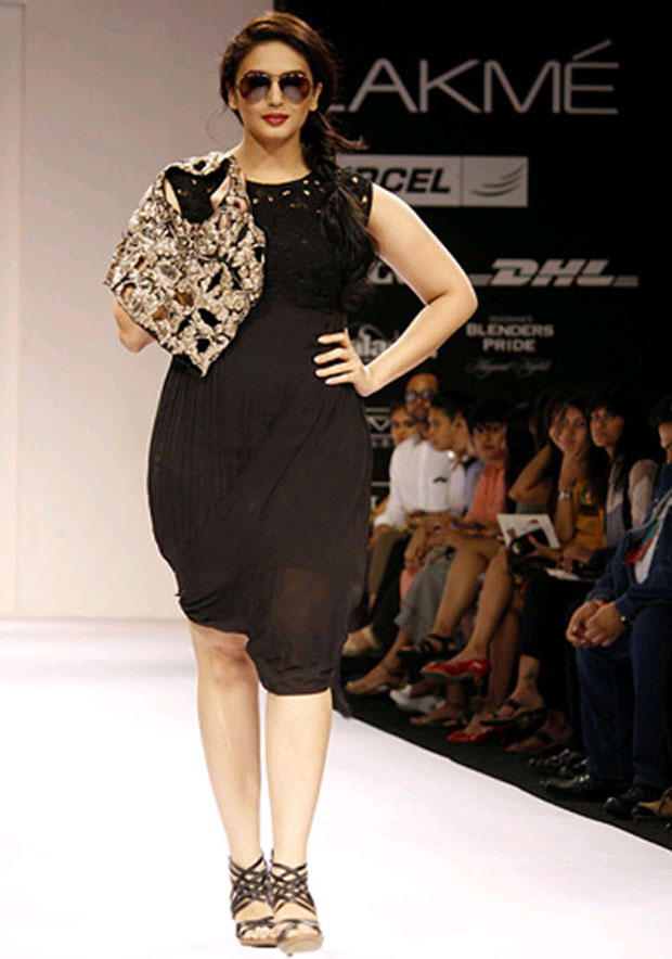 Huma Qureshi Stylish And Fashionable Look On Ramp Show Still