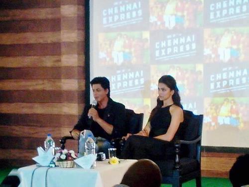 SRK And Deepika During The Chennai Express Press Meet In Munnar