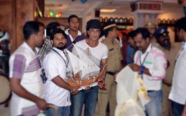 SRK Attend The Chennai Express Press Meet In Munnar