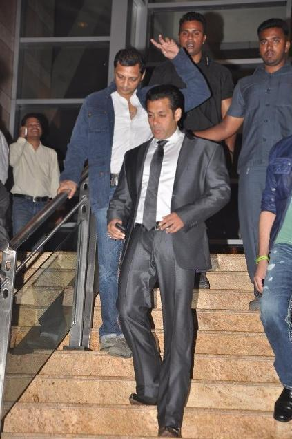 Salman Khan Walked For To Attend At Jai Maharashtra Channel Launch Function