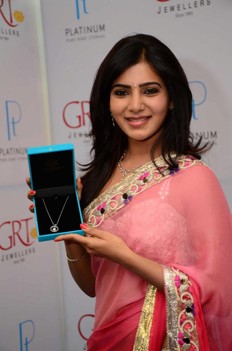 Samantha Posed With A Platinum Jewellery At GRT Jewellers