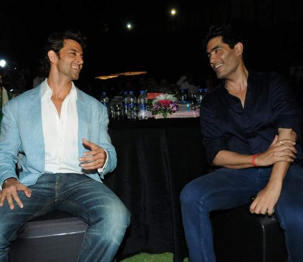 Hrithik And Manish Cool Gossip At Bharat N Dorris Hair Styling And Make Up Awards 2013