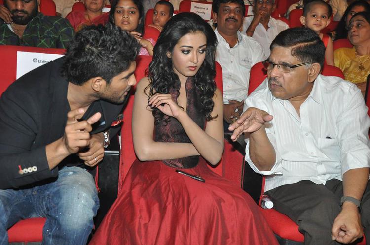Allu,Catherine And Allu Aravind Discussion Still At Iddarammayilatho Audio Launch Function